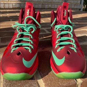 "Selling Lebron X ""Christmas"""